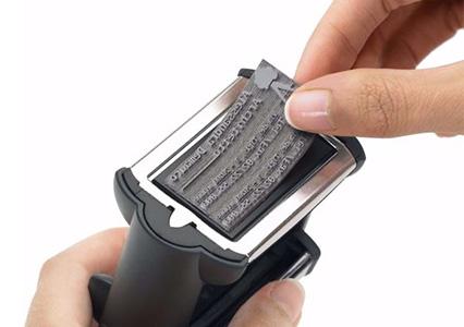 Changer le texte d'un tampon encreur métallique